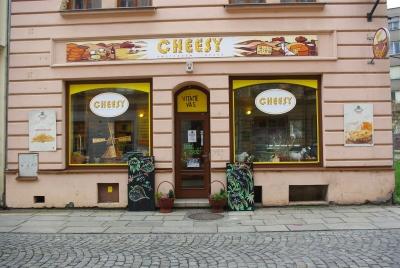 Kamenný obchůdek SÝRÁRNA v Opavě vedle restaurace Krb. Slouží také jako odběrné místo.